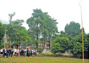 Vui ném còn trong lễ hội truyền thống.